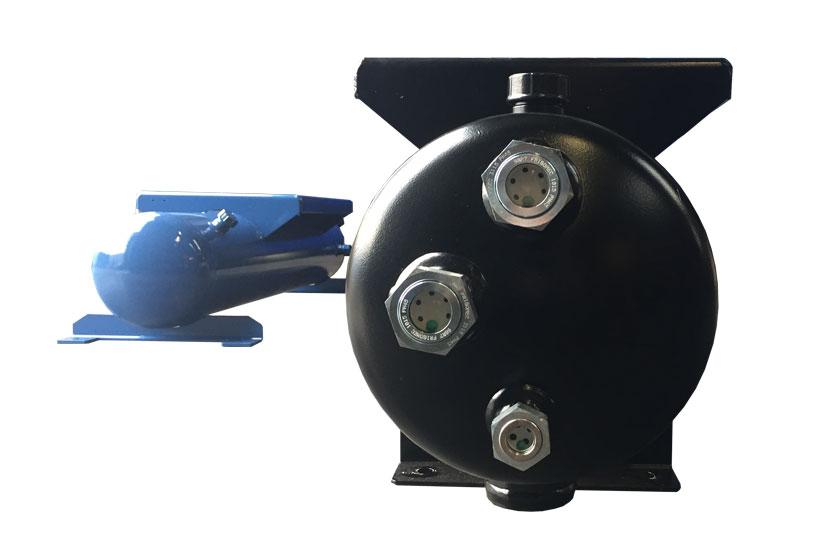 Zijaanzicht tank met drie kijkglazen